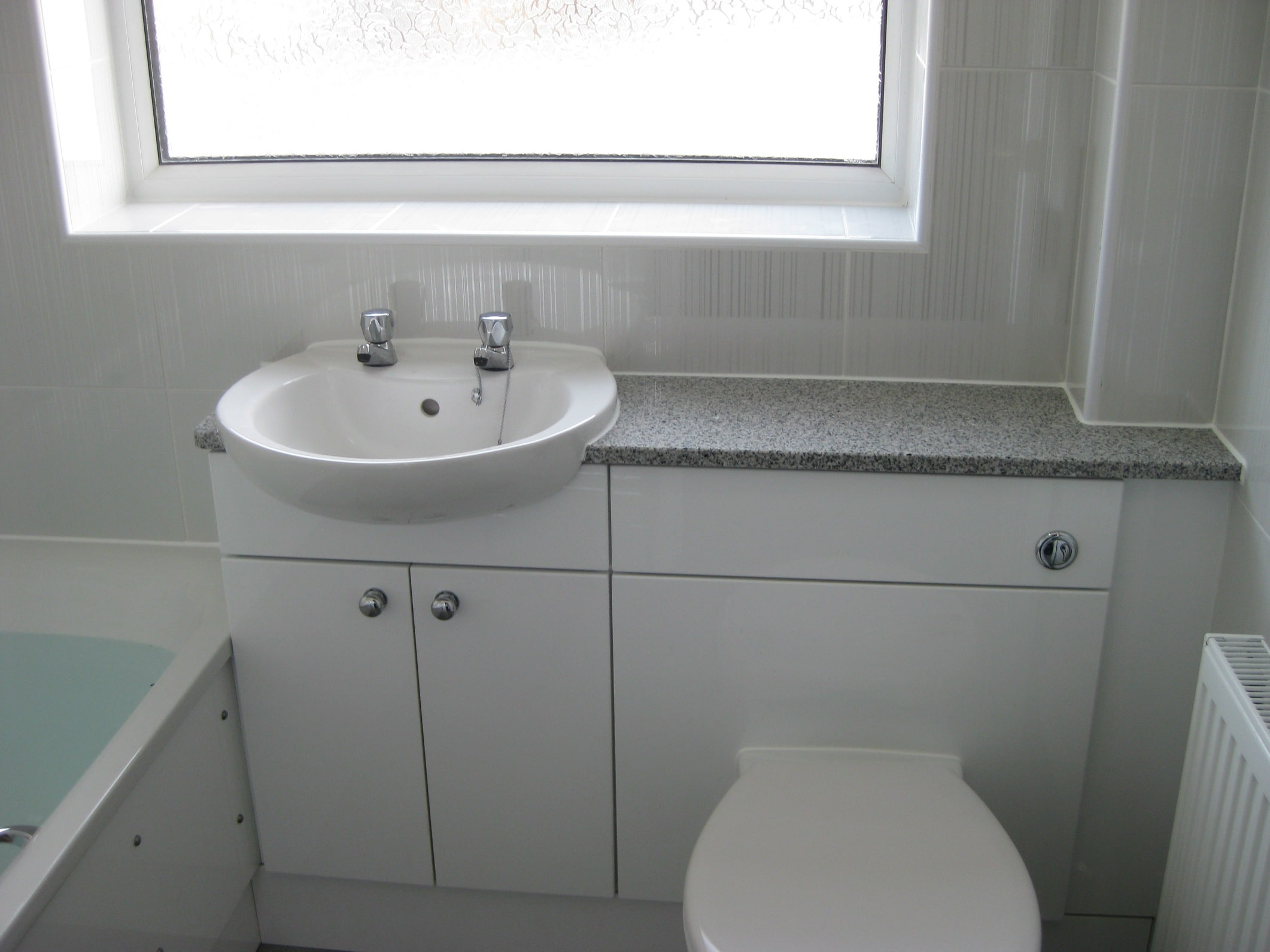 Fitted bathroom ideas fitted bathroom furniture raya for Bathroom design dundee