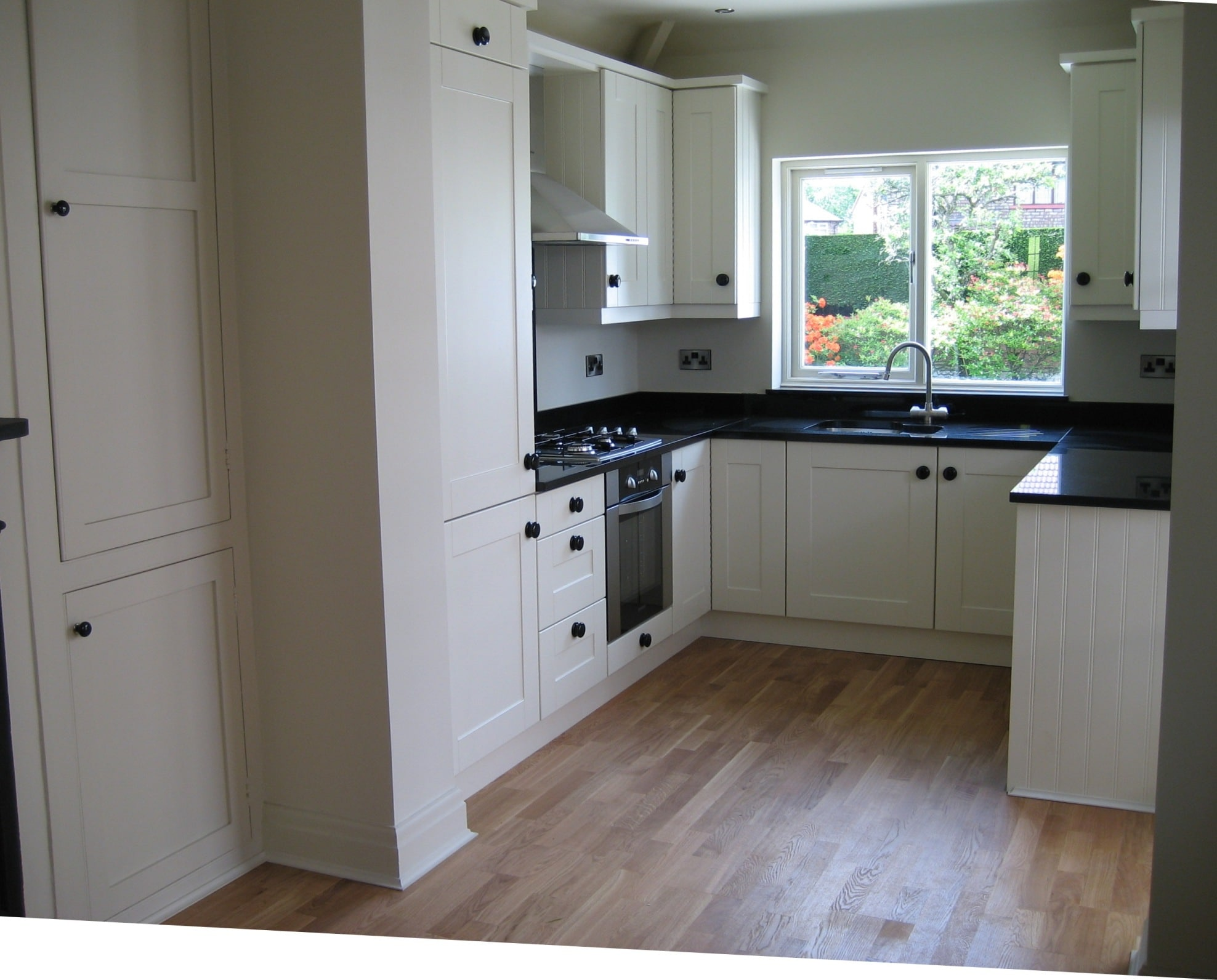 Timpery shaker fitted kitchen transforming homes for for Fitted kitchens