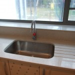Under mounted sink with granite work surface with drainer grooves